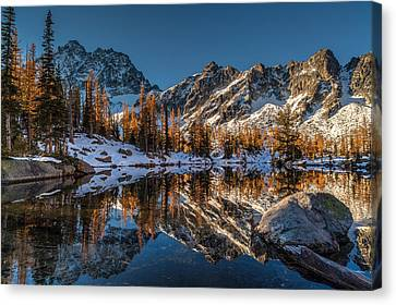 Morning At Horseshoe Lake Canvas Print by Mike Reid