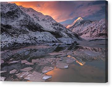 Mount Cook And Mueller Lake In Mount Canvas Print