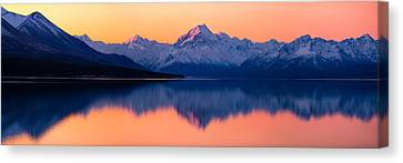 Mount Cook, New Zealand Canvas Print by Daniel Murphy