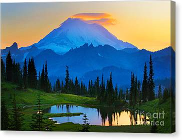 Mount Rushmore Canvas Print - Mount Rainier Goodnight by Inge Johnsson