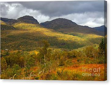 Mountain Scenery In Fall Canvas Print by Gry Thunes