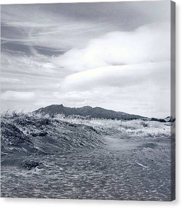 Mountain Top Canvas Print by Les Cunliffe