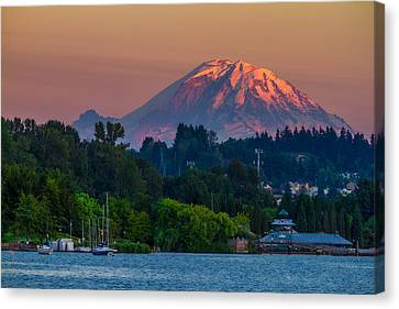 Mt Rainier Sunset At The Lake  Canvas Print
