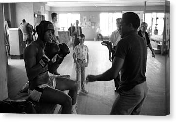Muhammad Ali Guards Up Canvas Print by Retro Images Archive