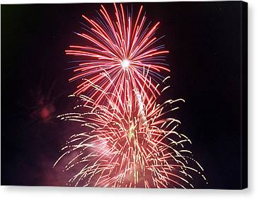 4th Of July Fireworks 1 Canvas Print by Howard Tenke