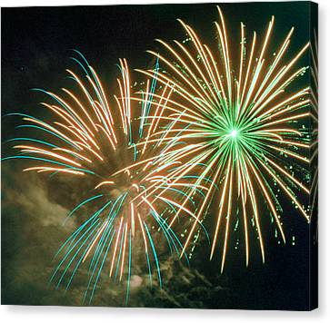 4th Of July Fireworks 2 Canvas Print by Howard Tenke