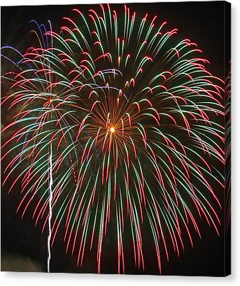 4th Of July Fireworks 16 Canvas Print by Howard Tenke
