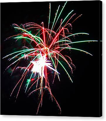 4th Of July Fireworks 19 Canvas Print by Howard Tenke