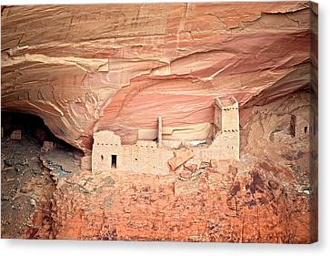Mummy Cave Ruins In Canyon De Chelly Canvas Print by Richard Wright