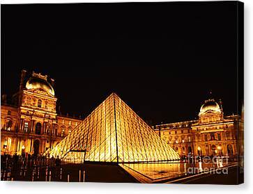 Musee Du Louvre At Night Canvas Print