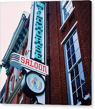 Nashville Saloon Canvas Print by Linda Unger