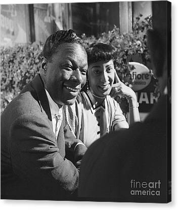 Nat King Cole With His Wife Maria 1954 Canvas Print