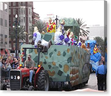 New Orleans - Mardi Gras Parades - 121215 Canvas Print by DC Photographer