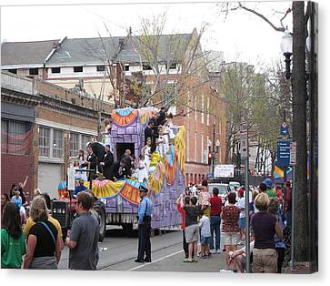 New Orleans - Mardi Gras Parades - 121264 Canvas Print by DC Photographer