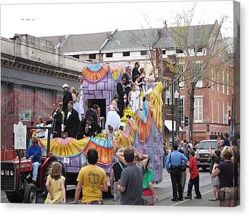 New Orleans - Mardi Gras Parades - 121265 Canvas Print by DC Photographer