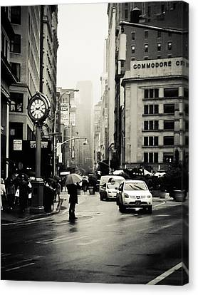 New York City - Rain - 5th Avenue Canvas Print
