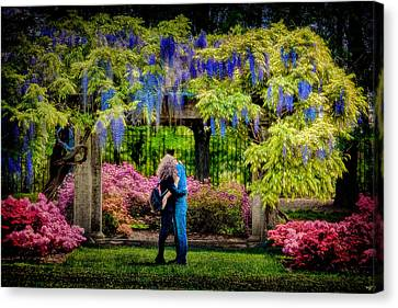 Canvas Print featuring the photograph New York Lovers In Springtime by Chris Lord