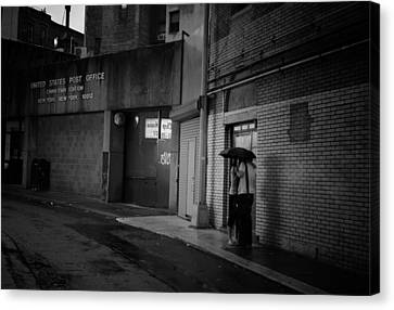 New York Romance - Kiss In The Rain Canvas Print