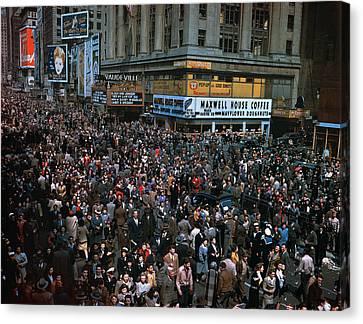 New York: V-e Day, 1945 Canvas Print by Granger