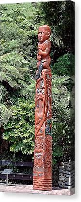 New Zealand Aborigine Totem Pole Canvas Print by Linda Phelps