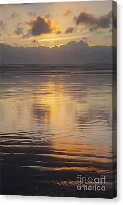 Ninety Mile Beach Canvas Print by Colin and Linda McKie