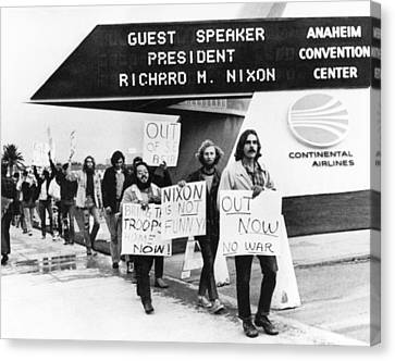 Nixon Protest In Anaheim Canvas Print by Underwood Archives