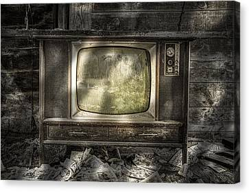 No One's Watching - Vintage Television In An Old Barn Canvas Print by Gary Heller