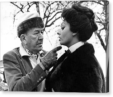 Noel Coward And Sophia Loren Canvas Print by Underwood Archives