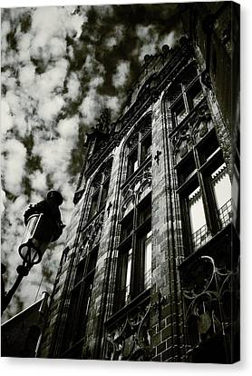 Noir Moment In Brugges Canvas Print by Connie Handscomb
