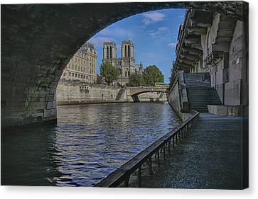 Notre Dame Cathedral Canvas Print by Gary Hall