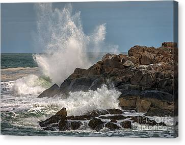 Nubble Lighthouse Waves 1 Canvas Print by Scott Thorp