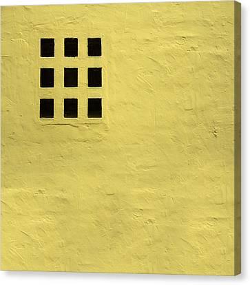 Nueve Canvas Print