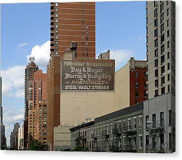 Nyc - Portovault Canvas Print by Richard Reeve