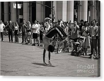 Canvas Print featuring the photograph Nycity Street Performer by Angela DeFrias