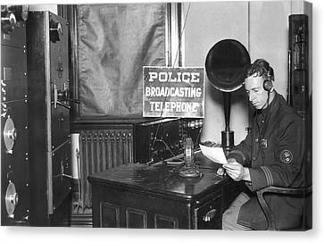Nypd Radio Station, Wlaw Canvas Print by Underwood Archives