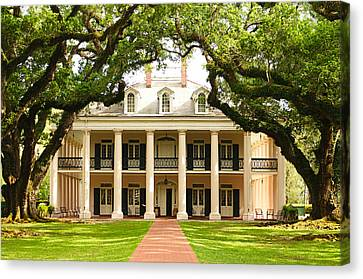 Canvas Print featuring the photograph Oak Alley Mansion by Photography  By Sai