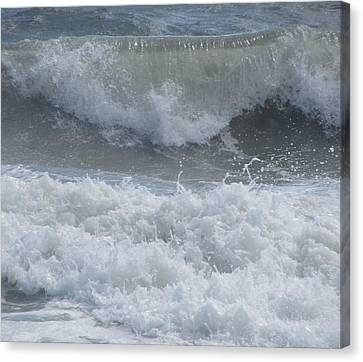 Ocean At Kill Devil Hills Canvas Print by Cathy Lindsey