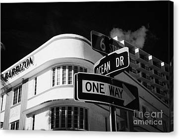 Ocean Drive And 6th Street In The Art Deco District Of Miami South Beach Florida Usa Canvas Print by Joe Fox
