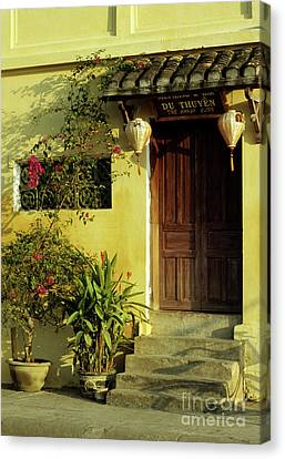 Ochre Wall 01 Canvas Print by Rick Piper Photography