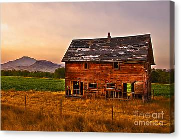Old Barn At Sunrise Canvas Print by Robert Bales