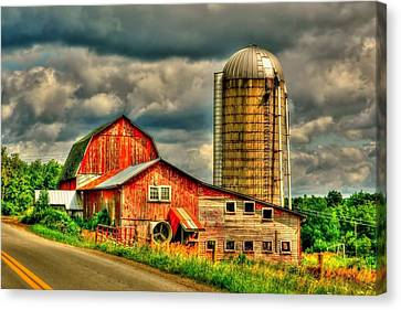 Canvas Print featuring the photograph Old Barn by Ed Roberts