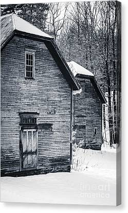 Old Barns Windsor Vermont Canvas Print by Edward Fielding