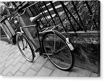 Old Bicycle Canvas Print by Frederico Borges