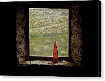 Old Bottle In Window Of Potters Huts Canvas Print by David Wall