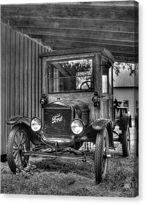 Canvas Print featuring the photograph Old Ford by Dawn Currie