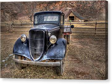 Old Ford Flatbed Canvas Print by Wendell Thompson