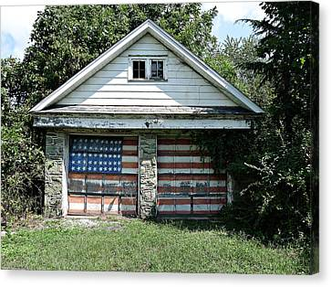 Old Glory Garage  Canvas Print by Richard Reeve