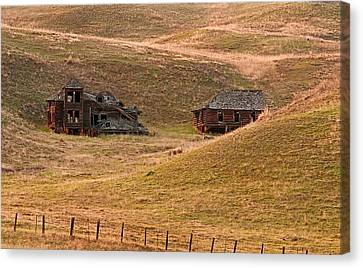 Old Historic Pioneer Mansion Homestead In Rolling Hills Canvas Print