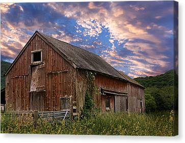 Rural Canvas Print - Old New England Barn by Bill Wakeley