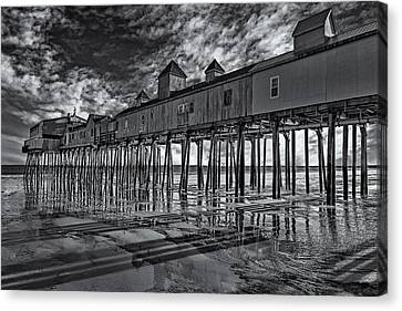 Old Orchard Beach Pier Bw Canvas Print